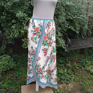 Flying Tomato floral skirt size small